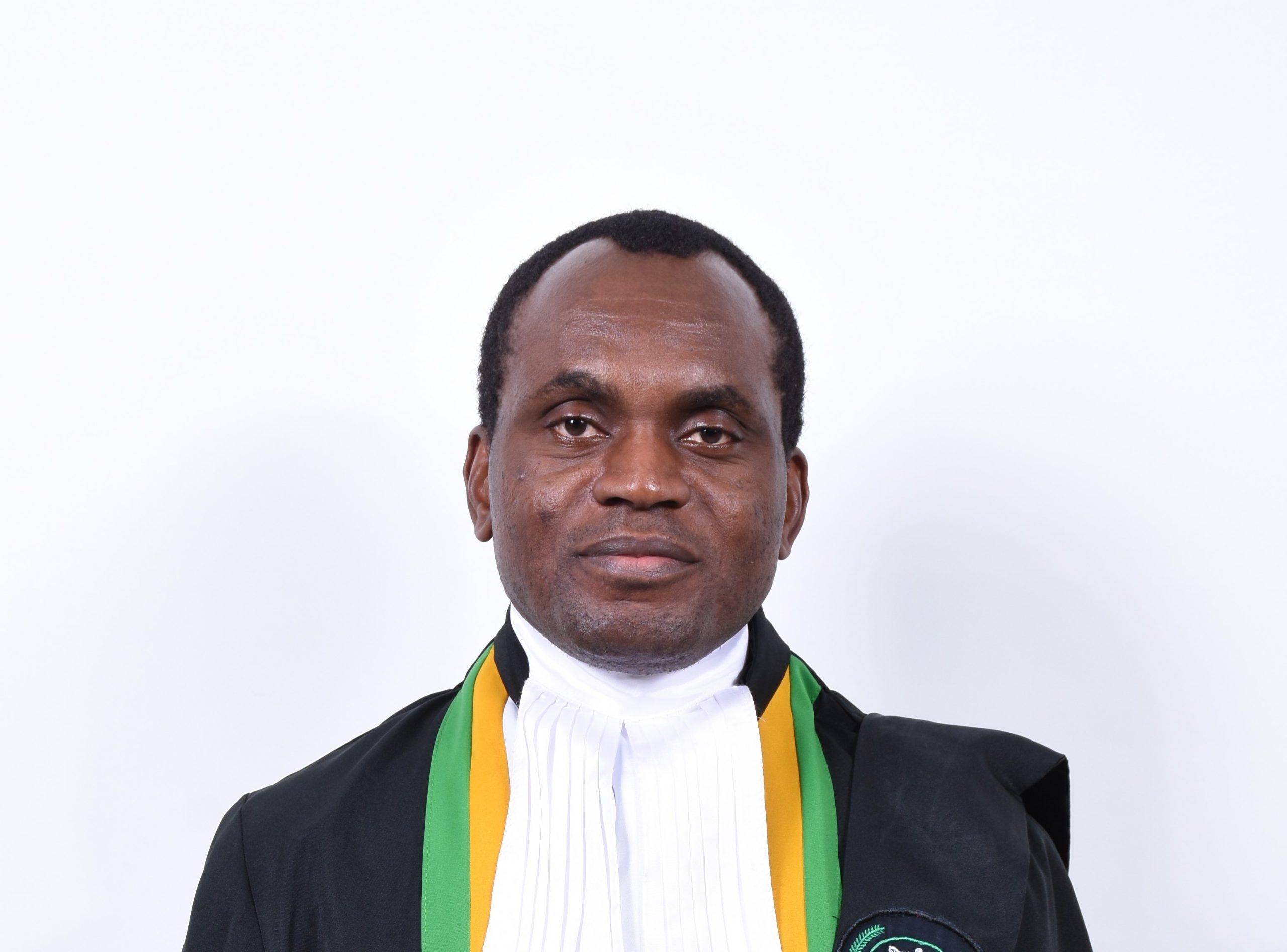 Juiz Sylvain Ore (Presidente) - Côte d'Ivoire,