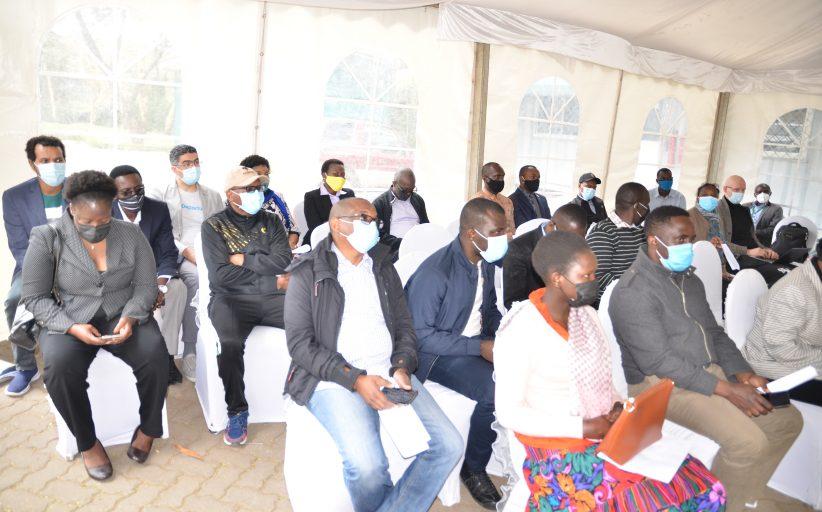 رئيسة المحكمة الأفريقية وموظفي قلم المحكمة يحصلون على التطعيم ضد فيروس كورونا.