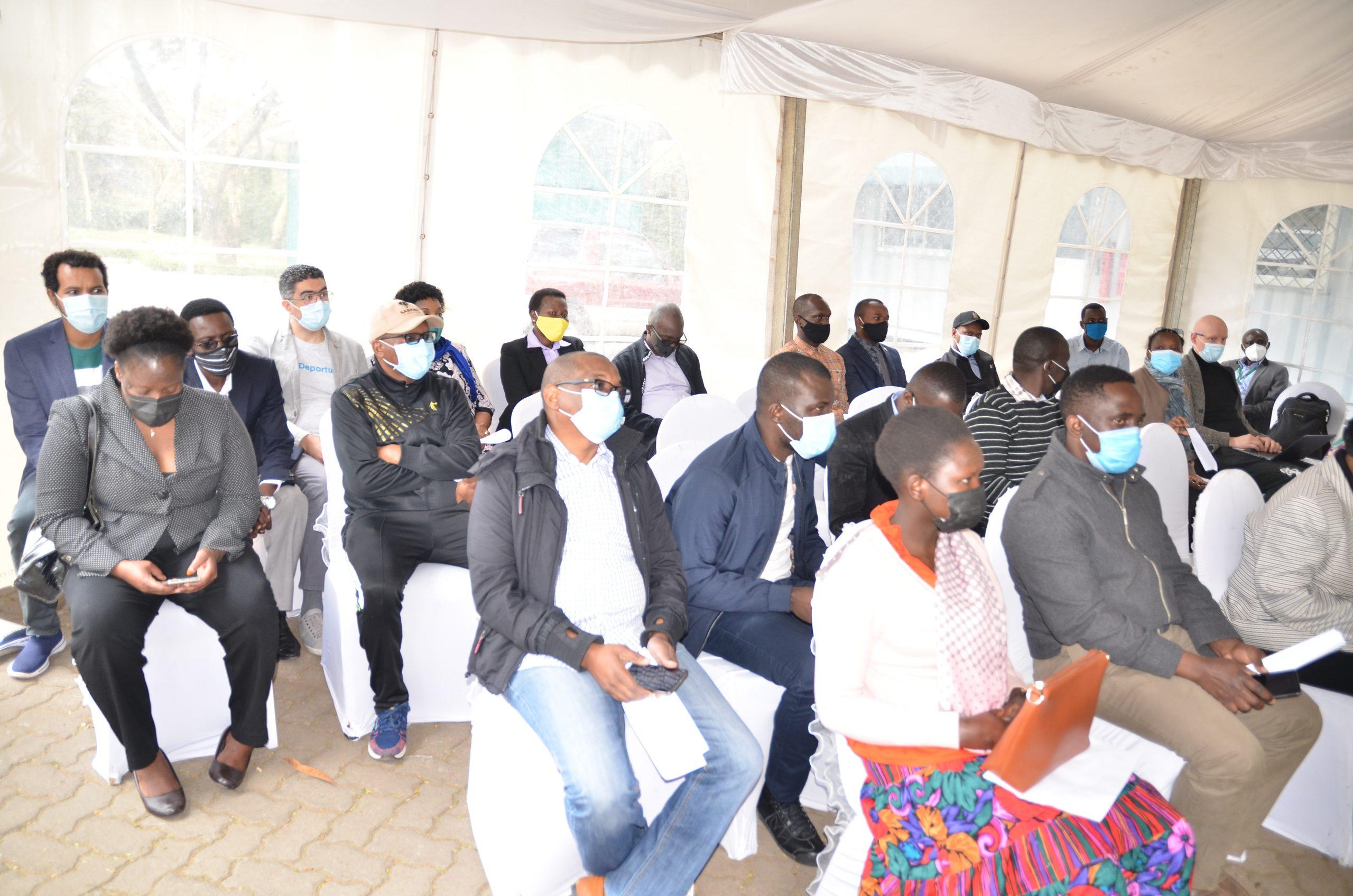 LA PRÉSIDENTE DE LA COUR AFRICAINE DONNE L'EXEMPLE AU PERSONNEL DE LA COUR EN SE FAISANT VACCINER CONTRE LA COVID-19