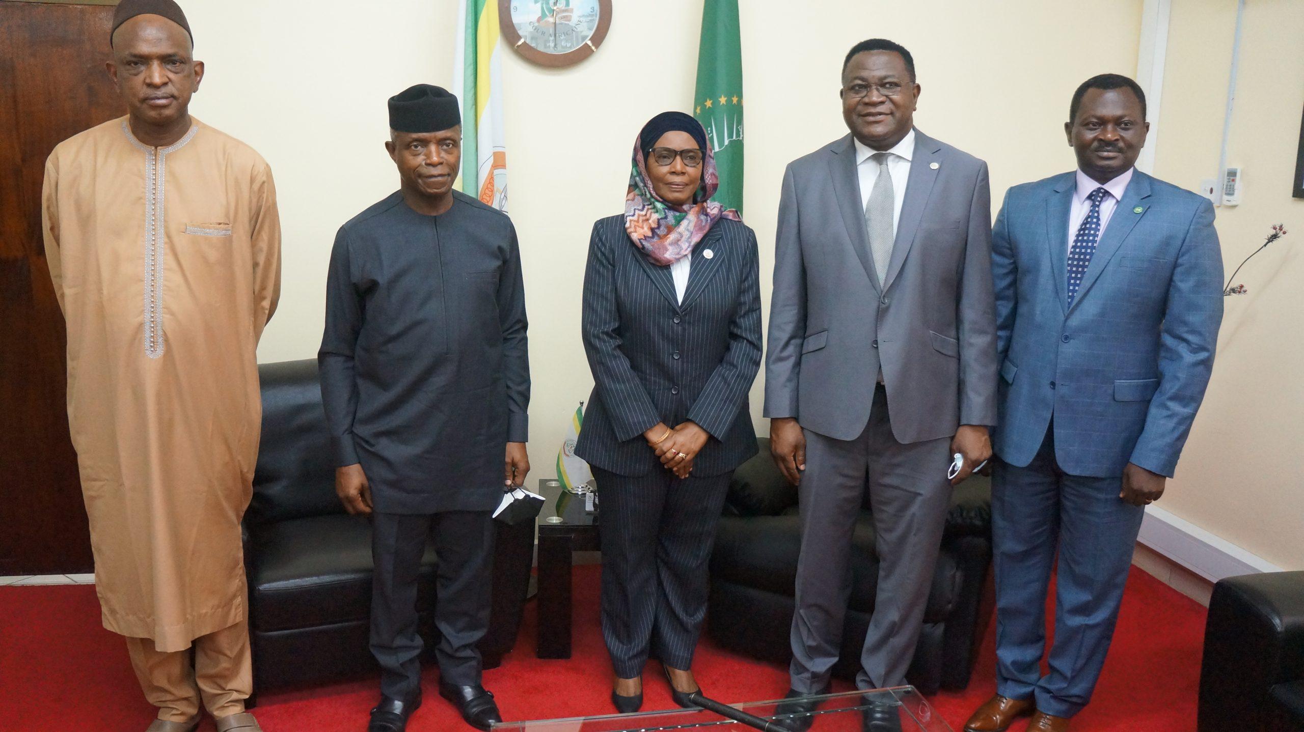 O VICE-PRESIDENTE DA NIGÉRIA EFECTUA UMA VISITA AO TRIBUNAL AFRICANO